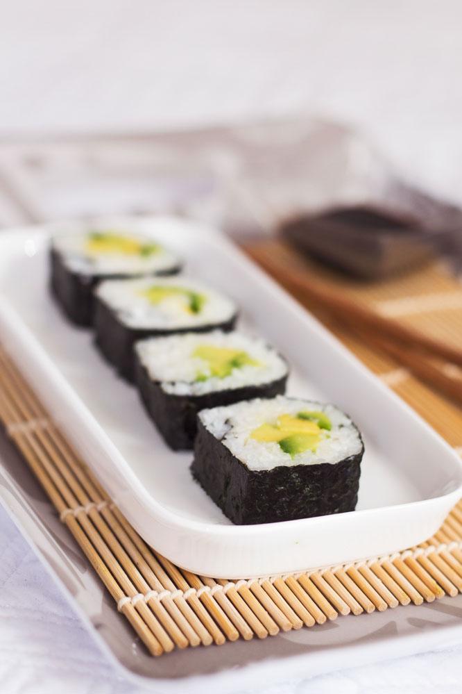avocado sushi vegan